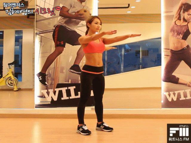 [다이어트헌터] 기본 운동 익히기 - 스쿼트 ▶스쿼트(squat) 스쿼트 좋은 건 워낙 잘 알려져있죠??^^ 언제 어디서나 할 수 있는 운동이니 습관처럼 자주 합시당~~!!^^  ▶운동방법 -어깨넓이 만큼 다리를 벌리고, 발끝을 살짝 바깥으로 한뒤 바로 선다. -머리를 들고 정면을 바라본다. -복부에 힘을 주고 허리는 아치모양을 유지한다. -엉덩이를 위자에 앉듯 내리며 무릎을 발끝 방향과 동일하게 굽힌다. -내려가면서 더욱 신경..