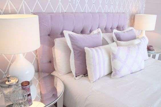 Idee per arredare la camera da letto con il color lavanda - Letto e biancheria color lavanda