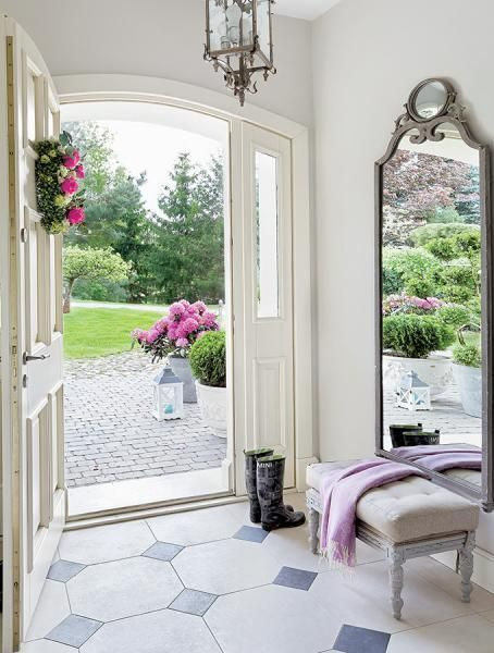 A large floor mirror brings the outdoors in in the loveliest way possible. #methodcandles #firstimpressions