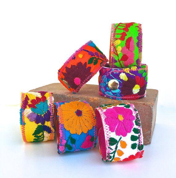 Boutons de manchette Bracelet mexicain, mexicaine robe manchette, brodé au Mexique robe Puebla à pression Bracelet manchette, bijoux Floral de chemise, large Bracelet, paysanne