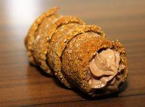 Ovesné kremrole plněné čokoládovým krémem /Oatmeal kremlin filled with chocolate cream/