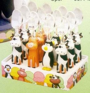 Animal Ice Cream Spoon: Cucchiaio per gelato disponibile in 3 soggetti:mucca,maialino,pinguino. Al momento dell'ordine si prega di specificare il soggetto desiderato, in caso di mancata preferenza,l'articolo verrà inviato in maniera casuale. Il prezzo si riferisce al singolo cucchiaio.  $7