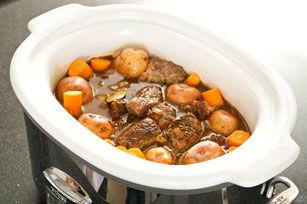 Au départ, du bœuf, des pommes de terre et des carottes. À la fin, un délicieux ragoût cuit à la mijoteuse pour huit personnes.