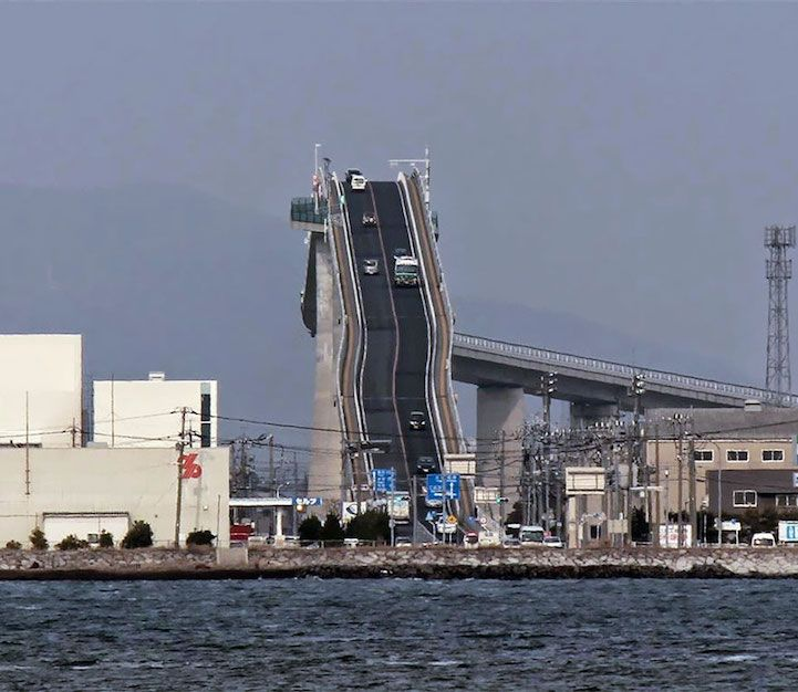 The Eshima Ohashi bridge in Japan is incredibly steep and looks like a thrilling roller coaster for drivers!