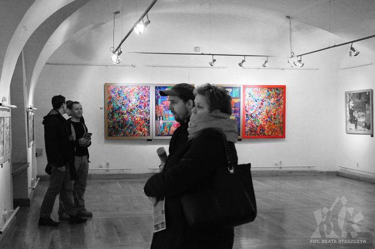 """Wernisaż wystawy malarstwa Beaty Wąsowskiej """"Złoty Brzeg"""" w galerii sztuki współczesnej w Ratuszu BCK w Brzegu. 20 lutego 2015."""