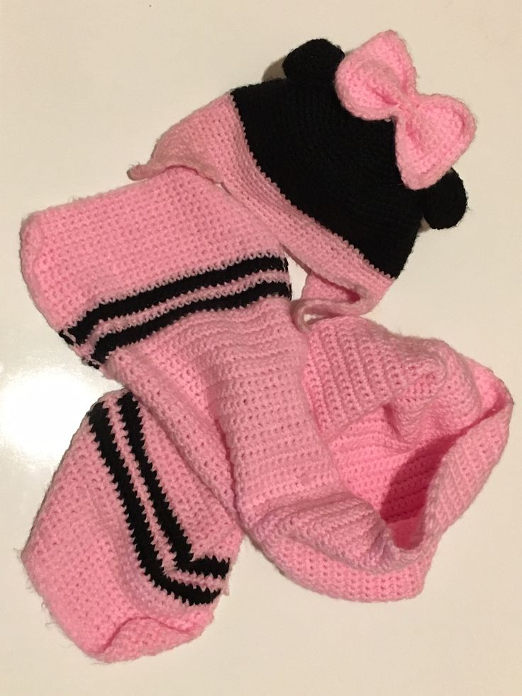 Completo sciarpa e cappellino Minnie realizzato a mano all'uncinetto