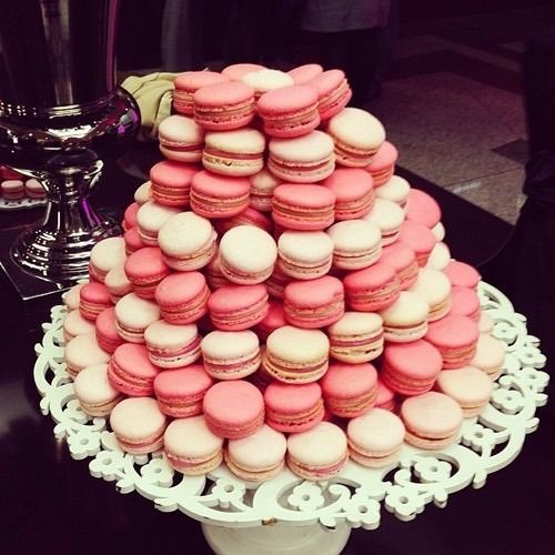 Afbeelding via We Heart It https://weheartit.com/entry/138223638/via/25504395 #cake #candy #delicious #dessert #eat #hungry #macarons #pink #sweet #tasty #yum #yummy