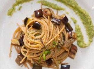 Spaghetti con melanzane e salsa alla menta