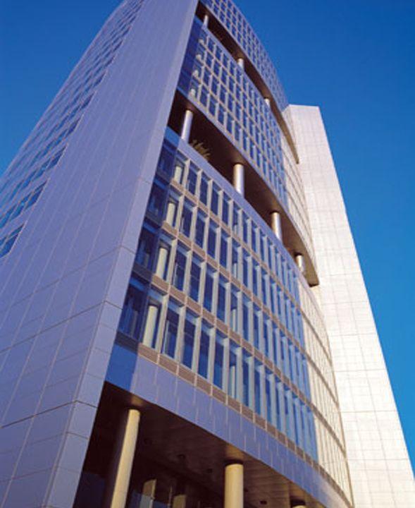 TORRE DE MONSANTO | MIRAFLORES - O edifício localiza-se na intercepção da Auto-estrada Lisboa-Cascais (A5) e da CRIL.  Situado a 5 minutos de distância do centro de Lisboa e a 15 minutos de Cascais e do Aeroporto Internacional de Lisboa, a Torre Monsanto é um dos edifícios mais emblemáticos do mercado de escritórios de Lisboa. Áreas disponíveis de: 348 a 3.833 m2. Mais infos @ http://www.worx.pt/pt/imoveis/torre-de-monsanto