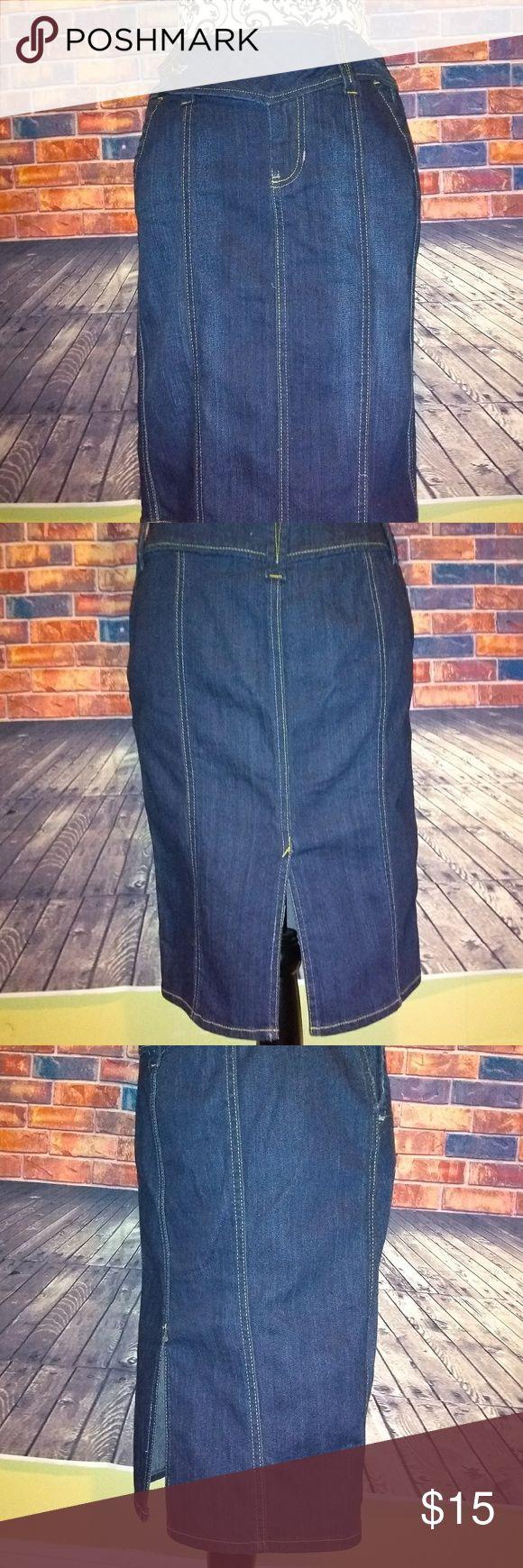 Gap jeans knee length skirt Gap Jeans denim stretch knee length skirt 99% cotton 1% Lycra. Size 2 waist is 32in length from waist to bottom is 22in. GAP Skirts Pencil