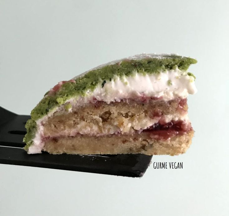 RAW VEGAN PRINCESS CAKE - VEGAN See my recipe: http://www.gurmevegan.com/2018/01/raw-vegan-swedish-prinsesstarta.html #vegan #swedish #raw #princesstarta