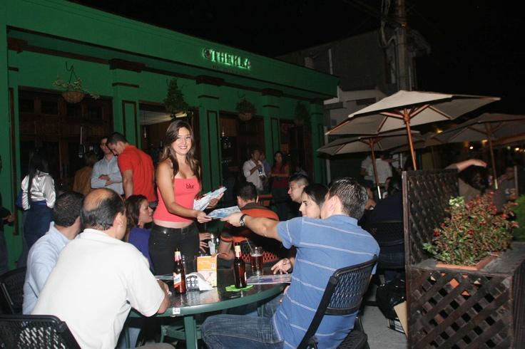 Repartiendo revistas durante una gira Blur en el bar Thekla de Paseo El Carmen.