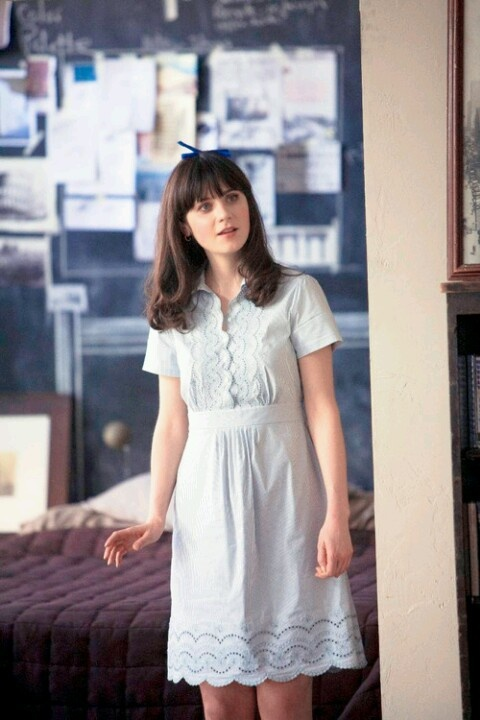 Zooey Deschanel as Summer Finn in (500) Days of Summer. Blue broaderie anglais lace shirt dress with hair bow