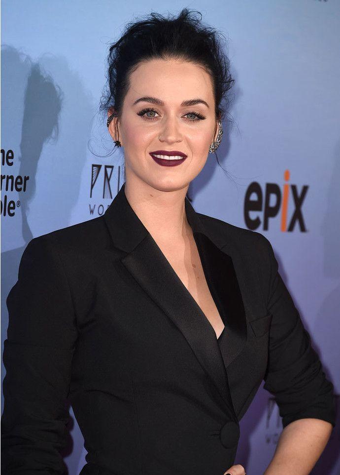 Кэти Перри названа самой высокооплачиваемой певицей в мире - http://russiatoday.eu/keti-perri-nazvana-samoj-vysokooplachivaemoj-pevitsej-v-mire/ Звезда вошла в тройку лидеров нового рейтинга ForbesКэти Перри снова удалось обойти свою «заклятую» подругу Тейлор Свифт. Теперь она обгоняет кантри-звезду �