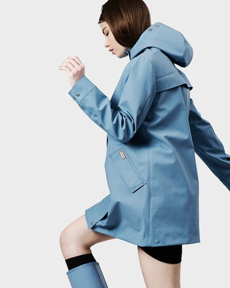 Women's Original Rubberised Hunting Coat | This iconic raincoat is fully waterproof with a sports mesh lining for added comfort. Crafted from knitted polyester, with a rubber-touch coating, Hunter signatures include a back storm flap with iconic Hunter moustache detail, alongside welded seams for full wind and waterproofing. #RaincoatsForWomenShoes