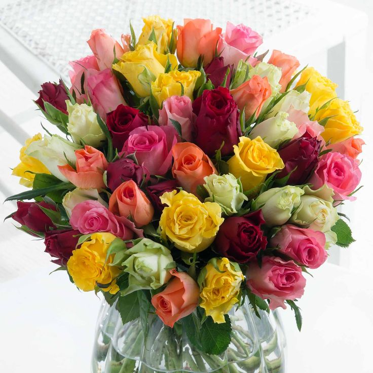 Simply 50 Mixed - Sweetheart Roses  Everyone loves to receive roses, and this collection of 50 mixed roses (with 35cm long stems) will certainly make their day!