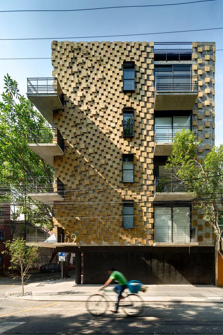 Construido por Arquitectura en Movimiento Workshop en Ciudad de México, Mexico con fecha 2015. Imagenes por Rafael Gamo. Es un edificio de departamentos ubicado en la Colonia Condesa, zona conocida por su vida social, comercial, cultural ...