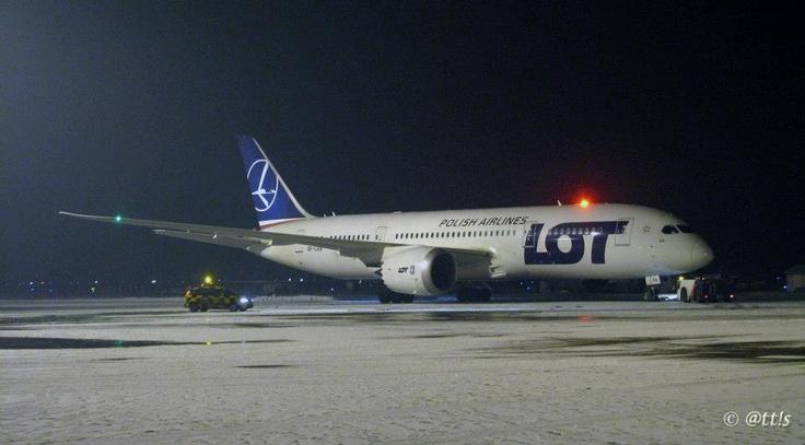 Budapest | LOT Polish Airlines - starting engines - Boeing 787 Dreamliner SP-LRA Visits BUD. view on Fb https://www.facebook.com/BudapestPocketGuide credit: @tt!s  #budapest #dreamliner787