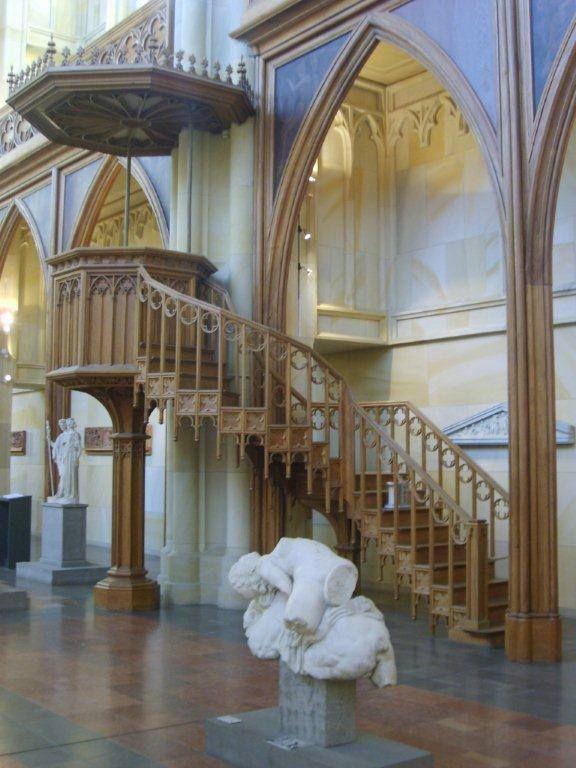 Friedrich kilisesini geziyoruz... Daha fazla bilgi ve fotoğraf için; http://www.geziyorum.net/berlin-2-gun/