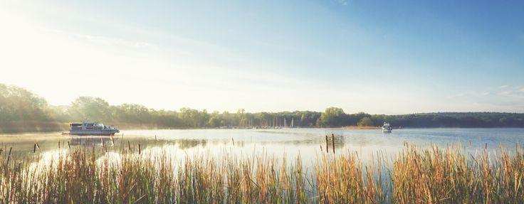 Lasst euch durch Deutschland treiben! 4 Tage auf dem Hausboot für 4 Personen mit Terrasse, Hängematte + Kaminofen ab 125 € pro Person - Urlaubsheld | Dein Urlaubsportal