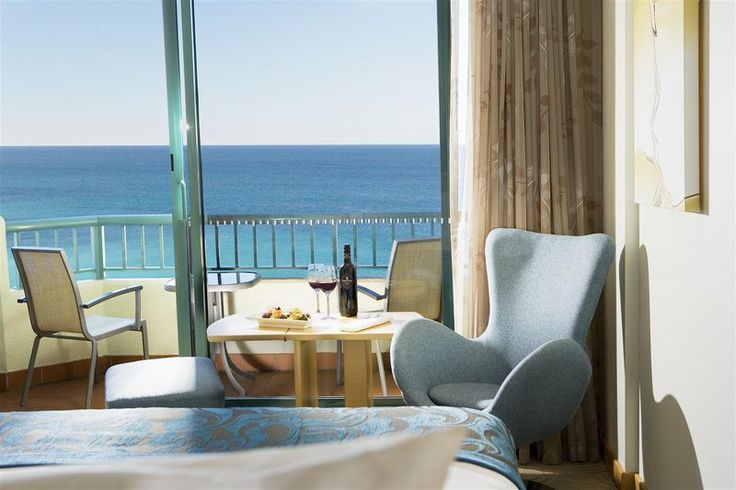 Located opposite the beach Crowne Plaza Coogee Beach offers panoramic views of the Pacific Ocean. http://bit.ly/1yvX2Ew #Sydney #NewSouthWales #Australia #travel