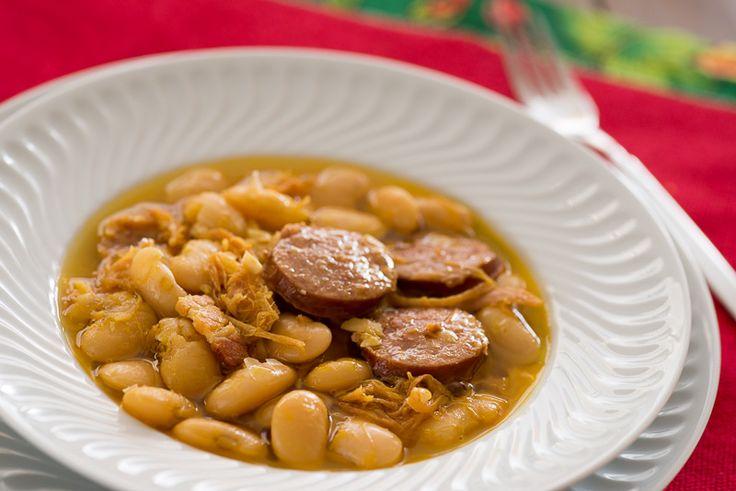 Para os dias bem frios. Prato tradicional espanhol muito apreciado, jeitão de feijoada. Os espanhóis adoram a morcilla: chouriçocomsangue, nós nem tanto. Por isto eu não coloquei na receita, mas quem gosta pode adicionar.