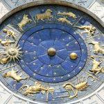 Es gibt wohl kaum einen anderen Faktor, der uns und unser Leben derart beeinflusst wie der Aszendent. Er bekommt damit eine ähnliche Rolle wie das Sternzeichen. Während aber unser Sternzeichen mehr für die Eigenschaften steht, die in unserem Leben offensichtlich sind, zeigt der Aszendent uns die verborgenen Kräfte, die genutzt und gestillt werden wollen. #aszendent #sternzeichen #horoskop #astrologie
