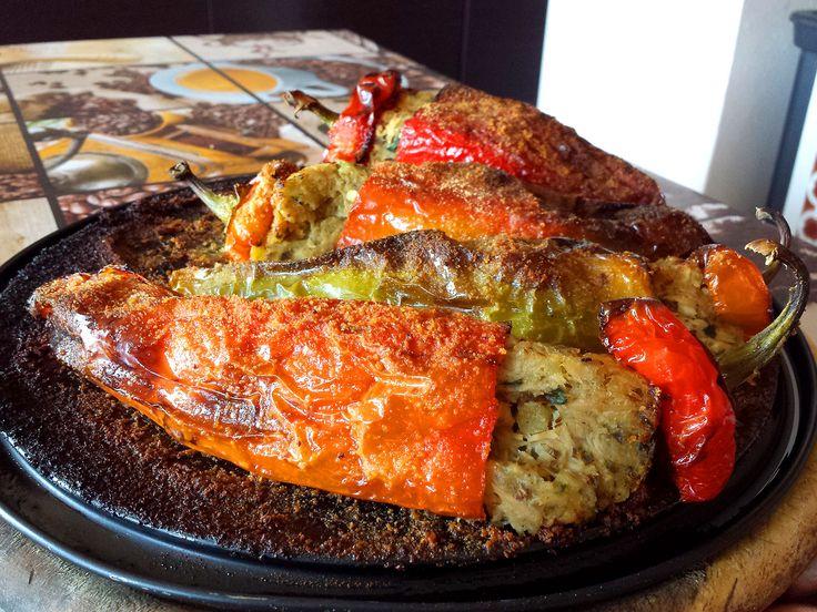 I miei #peperoni ripieni al forno, saporiti con una farcia di #tonno e patate, gratinati con del pane secco aromatizzato. Ottimi da provare