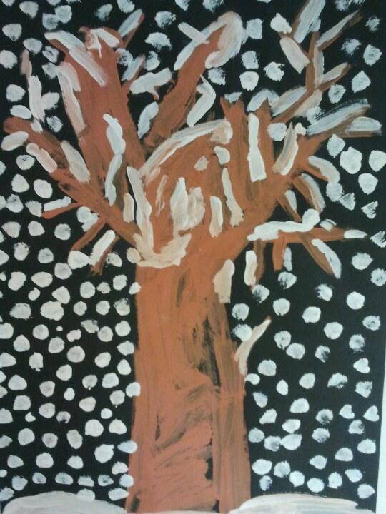 Kleuters laten schilderen in tweetallen bij gedichtje DE BOOM van Koos Meinderts