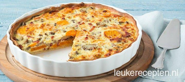Hartige taart met een heerlijke combinatie van zoete aardappel, champignons en ontbijtspek