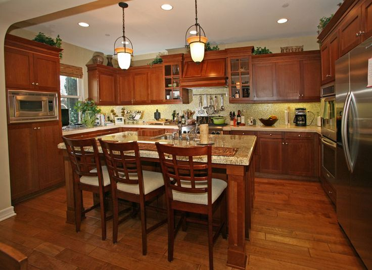Craftsman Kitchen With Central Island