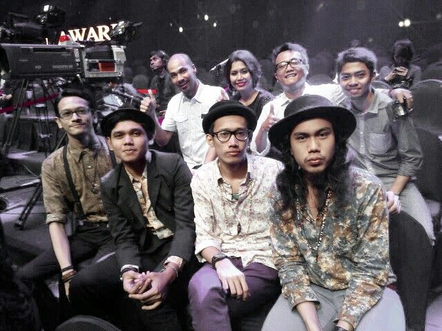 DEGA with mymusic family at Silet Award. @degaofficial