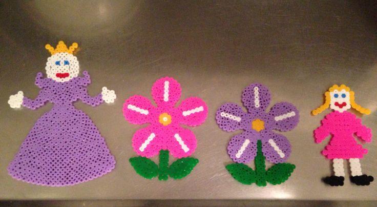 Gör lite pärlplattor jag ska pyssla med lite i barnens rum:)