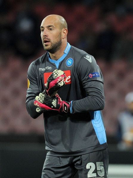 Pepe Reina Photos Photos - Pepe Reina of Napoli in action during the UEFA Europa League Round of 32 match between SSC Napoli and Swansea City at Stadio San Paolo on February 27, 2014 in Naples, Italy. - SSC Napoli v Swansea City