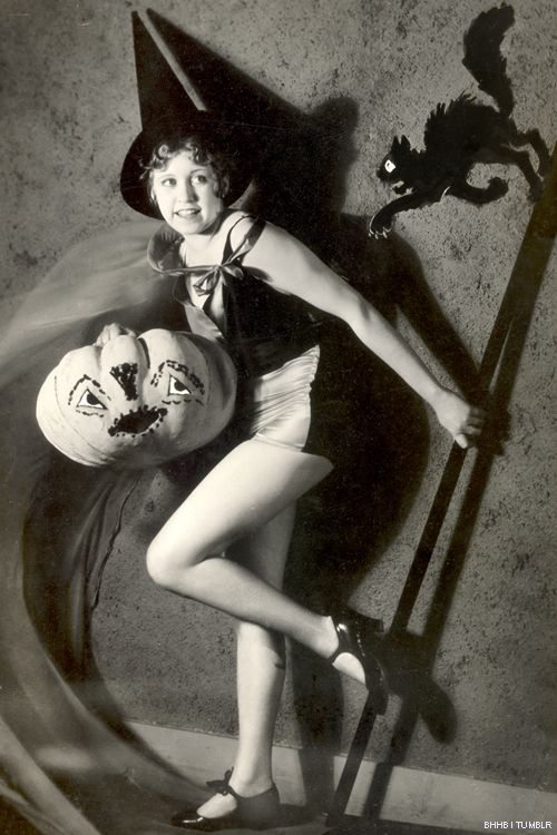 Halloween Pin-Up. Would be cute to make mini gallery with pics like this