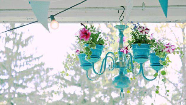 Gammel lampe forvandlet til anderledes blomsterophæng