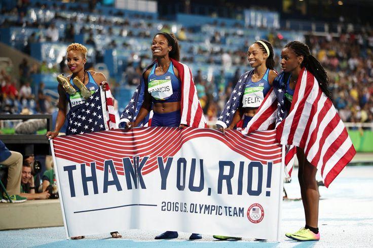 O revezamento 4x400m dos #USA, campeão pela SEXTA vez consecutiva, agradece o Rio de Janeiro. ❤️ #Rio2016