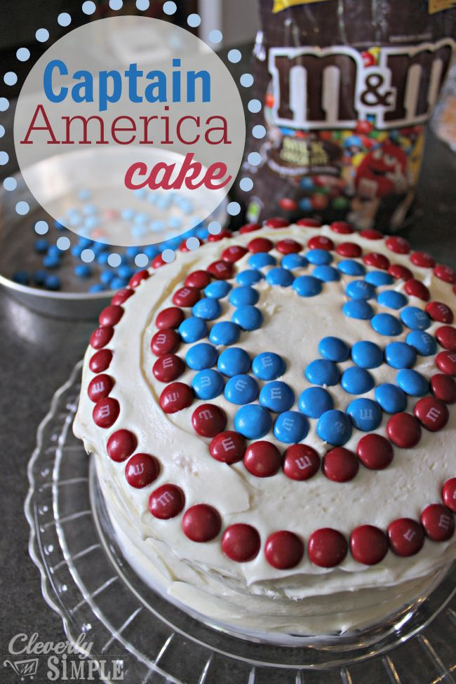 How to make a captain America cake with MMs!  This is a great idea for a Captain America or Super Hero Party!  There's no need to have fancy icing skills,.  All you need are M&Ms! #ad