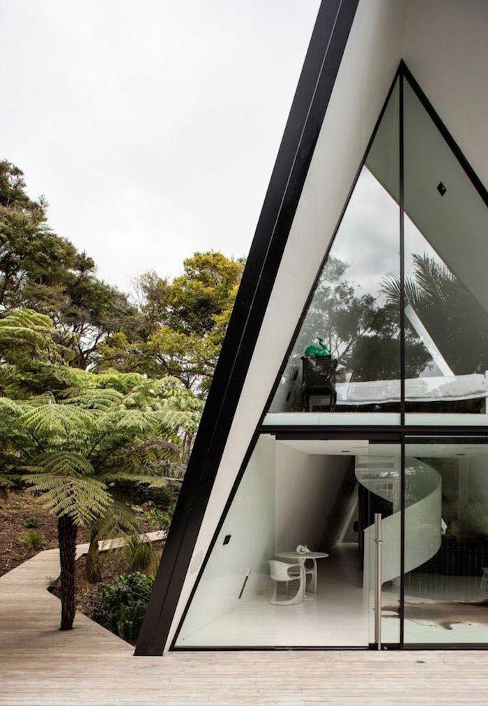 Треугольный дом в Новой Зеландии от Chris Tate