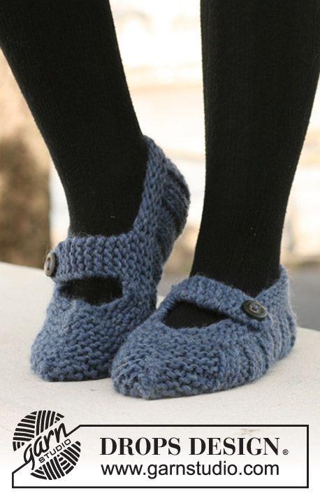 "DROPS slippers in rib in ""Eskimo"". ~ DROPS Design 13 sts x 17rows in stocking st = 10 x 10 cm."