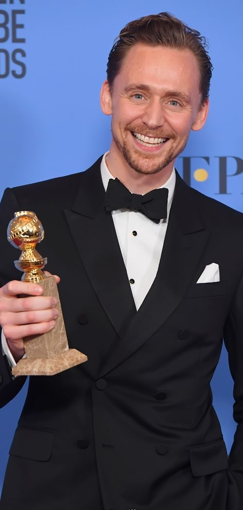 Tom Hiddleston poses in the press room after winning the Best Performance by an Actor in a Limited Series or a Motion Picture made for Television at the 74th Annual Golden Globe Awards held at the Beverly Hilton Hotel on January 8, 2017. Source: Torrilla. Full size image: http://ww4.sinaimg.cn/large/6e14d388ly1fbk7xf87mkj22ni3z9kjr.jpg