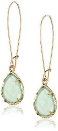 Kendra Scott Signature Dee Drop Earrings http://dreamlivingblog.com/pretty-in-pastel/