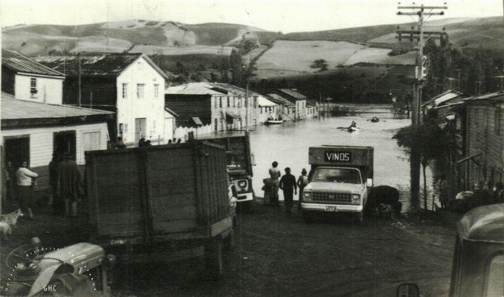 Galería Histórica de Carahue. Cultura Ribereña: Inundación en Villa Damas, 1992.- -----------#ghc #carahue #memoria #patrimoniofotografico #galeriahistoricadecarahue