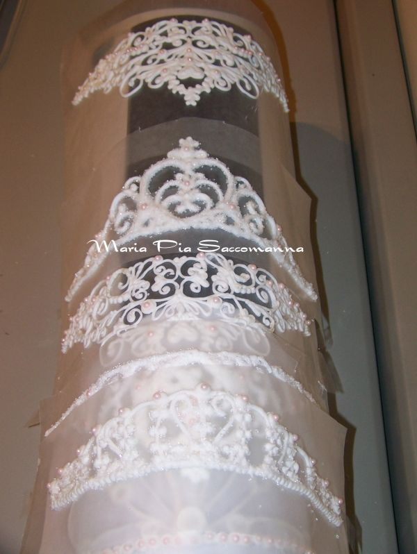 royal icing tiaras - i wish i could do this for on the cake!!