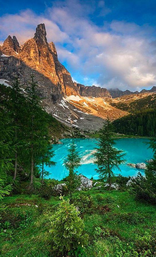 Sorapis lake in the Dolomites of northern Italy • photo: Joris Kiredjian on 500px Veneto