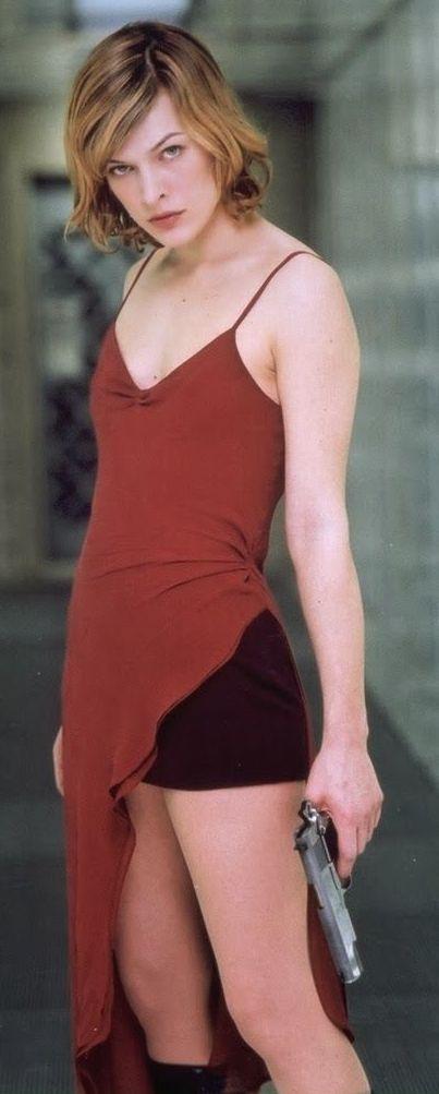 Mila Jovovich as Alice Prospero in Resident Evil, 2002