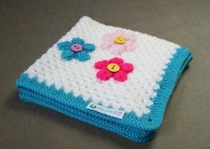 Szydełkowy kocyk dla niemowlaka - w kwiatki
