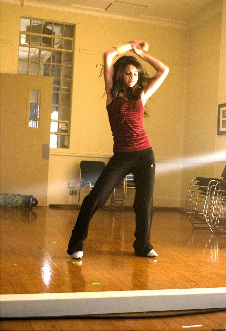 Sexy selena gomez dancing and shake her perfect ass 2