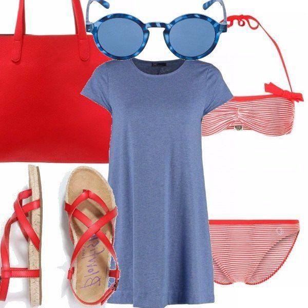 Costume due pezzi con mutandina alta con fiocchino sul top, sandalo intrecciato con suola in corda, abitino t -shirt in cotone, borsa grande rossa, occhiali Mr.BOHO con montatura azzurra.