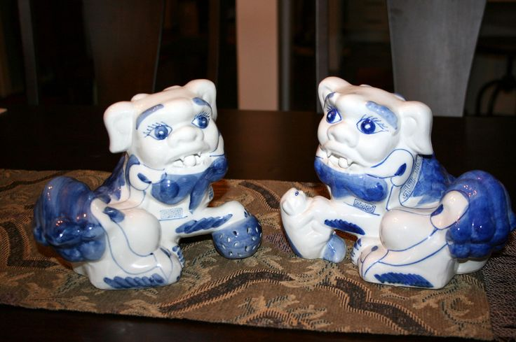 Chinese Foo Dogs//Blue and White Porcelain Foo Dogs//Feng Shui Decor//Chinoiserie Chic Decor//Vintage Foo Dogs by TresorsJeAmour on Etsy https://www.etsy.com/listing/508821545/chinese-foo-dogsblue-and-white-porcelain
